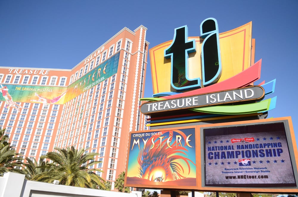 17th DRF/NTRA National Handicapping Championship - Treasure Island - Photo Credit: HorsePhotos.com