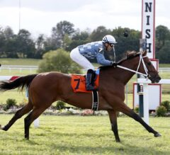 Applicator Back-Classes Way to Win in $400,000 Tourist Mile